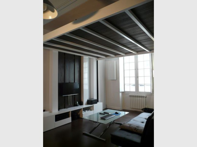 une chambre qui descend du plafond pour un int rieur optimis. Black Bedroom Furniture Sets. Home Design Ideas