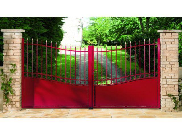 Un portail coloré pour une entrée dynamique - Solutions pour embellir son portail ou sa clôture