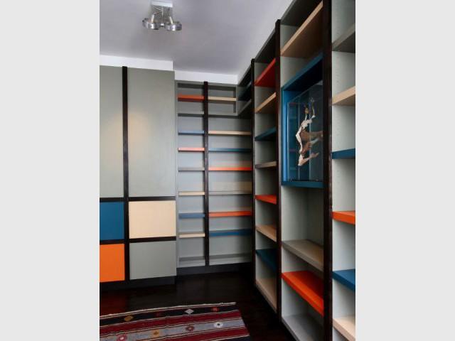 Des placards muraux colorés et dynamiques - Rénovation d'un duplex