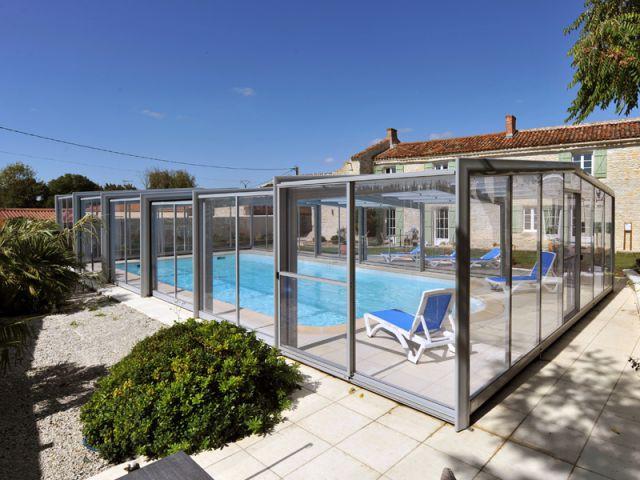 la pose d 39 un abri t l scopique sur une piscine en charente. Black Bedroom Furniture Sets. Home Design Ideas