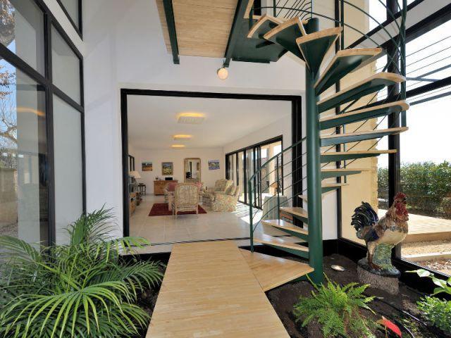 Un patio ouvert dans lequel règne un bioclimat - Extension - Jose Marcos