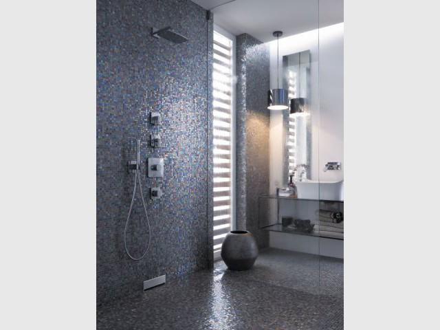 Une douche pailletée un brin disco - Douche à l'italienne