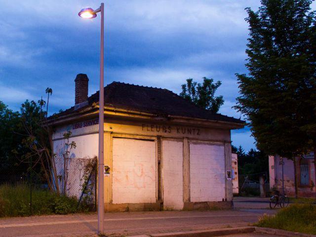 Ancien kiosque fleuriste  - ''L'Habitable inhabité'' par Guillaume Romero