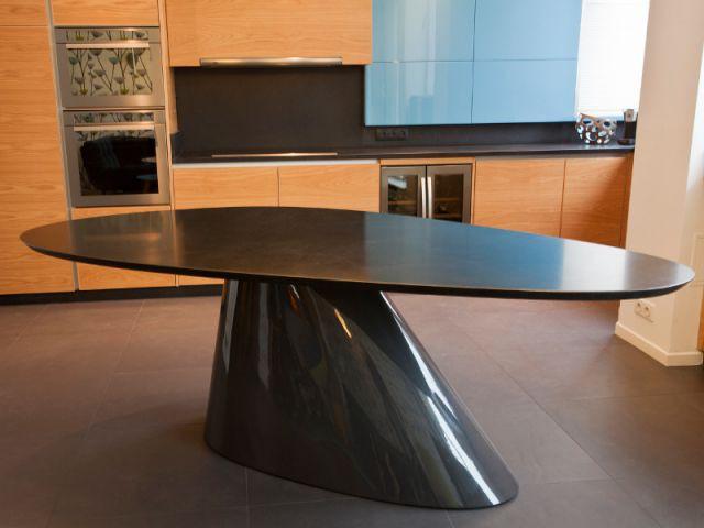 Une table à manger adaptée à la configuration de la pièce - Appartement familly loft