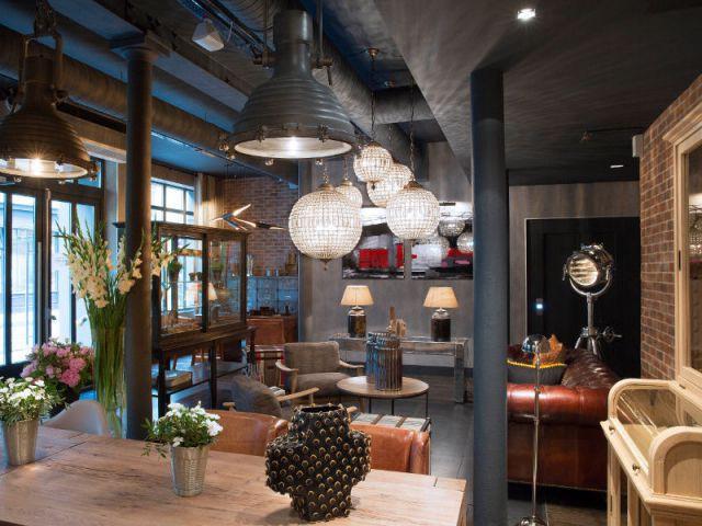 Un salon convivial et ludique  - Un ancien atelier de fabrication transformé en hôtel chic et moderne