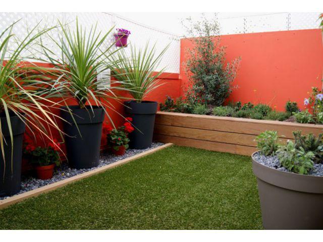 Un balcon aux airs de mini-jardin - Une sélection d'aménagements pour balcons