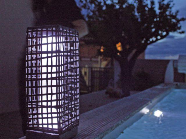 Une balise solaire à l'éclairage chic et discret