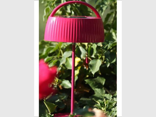 Une lampe solaire rétro pop
