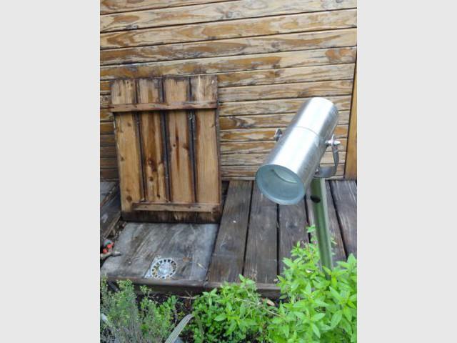 Une douche extérieure double-fonction - Rénovation bois - Projet Craponne