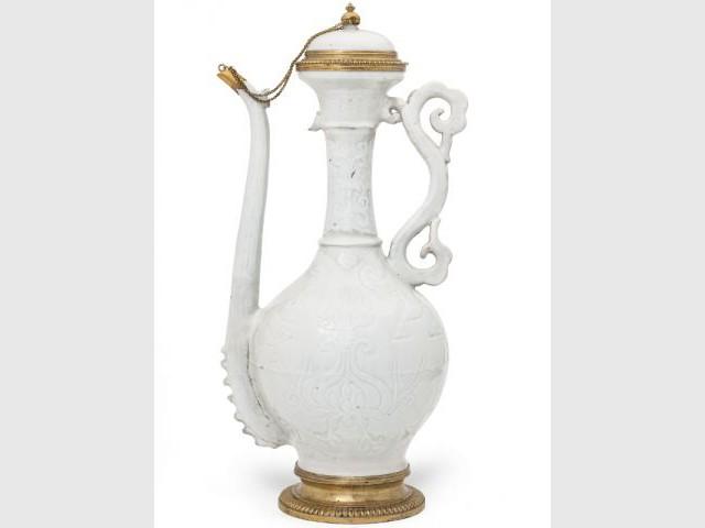 Une aiguière en porcelaine - La Chine aux Arts décoratifs