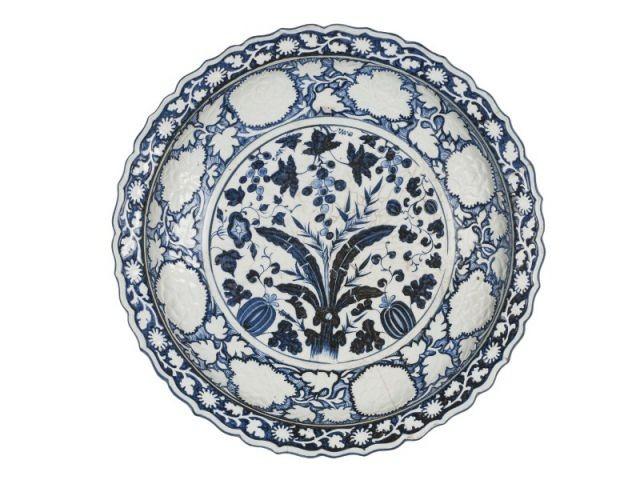 Un plat décoré en bleu de cobalt - La Chine aux Arts décoratifs