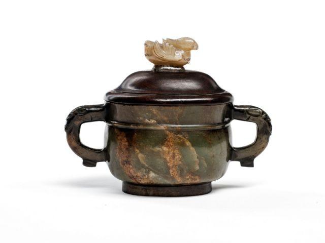 Un récipient en jade patiné - La Chine aux Arts décoratifs