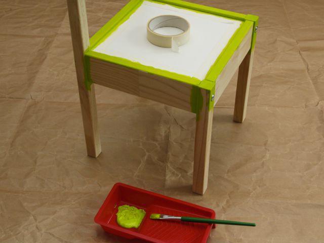 Personnaliser un meuble pour enfant : Peindre la première chaise - Tutoriel customiser mobilier pour enfants