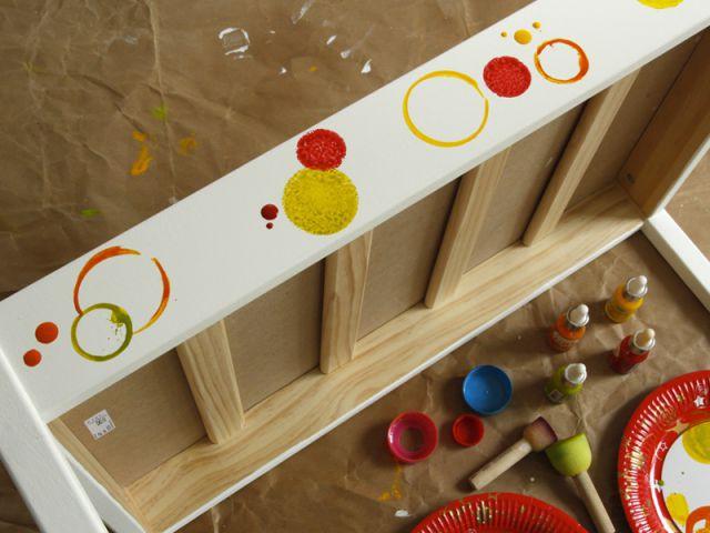 Personnaliser un meuble pour enfant : Décorer la table - Tutoriel customiser mobilier pour enfants