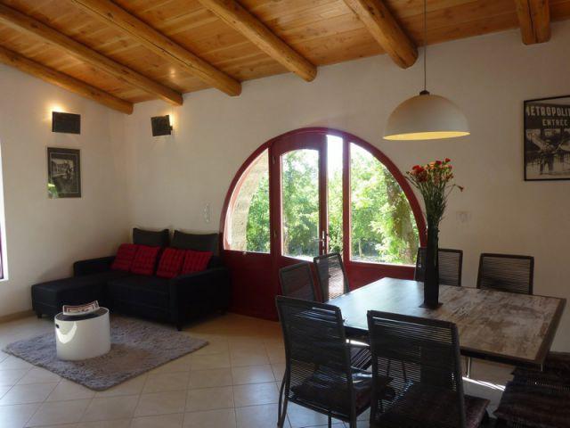 r novation de ruines 2 abris de berger transform s en un g te proven al. Black Bedroom Furniture Sets. Home Design Ideas