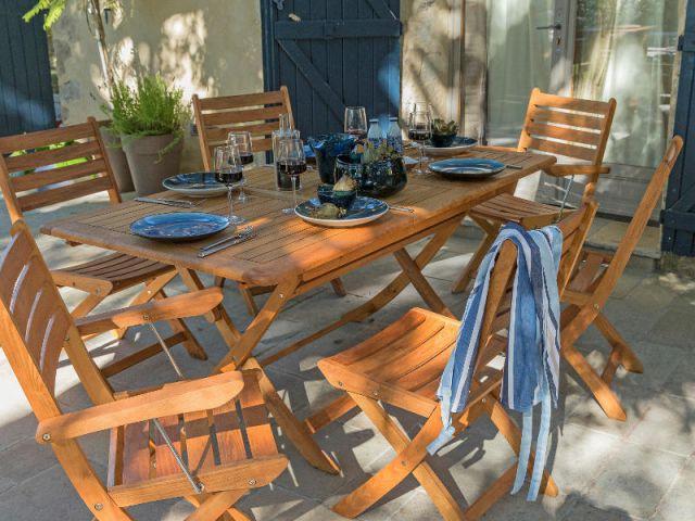 Une table bleue et bois, très bord de mer - Table d'été