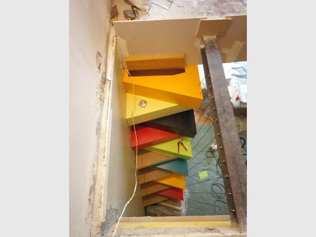 Un faible encombrement - Un escalier à pas japonais égaye un duplex parisien