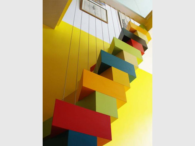 Des premiers pas hésitants  - Un escalier à pas japonais égaye un duplex
