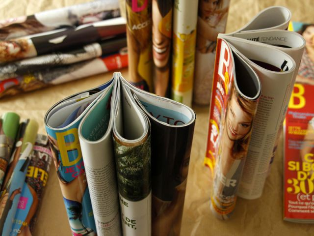 Collez plusieurs magazines - Tutoriel redonner vie à des objets inutiles