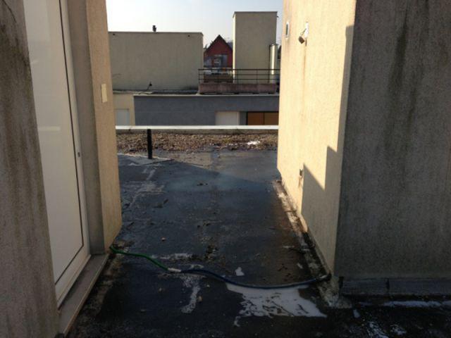 Un ancien toit inutilisé et peu esthétique - Un toit reconverti en terrasse