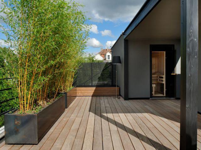 Un éclairage incrusté subtilement au décor - Un toit reconverti en terrasse