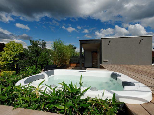 Quelques plantations de bambous pour une pointe d'exotisme - Un toit reconverti en terrasse