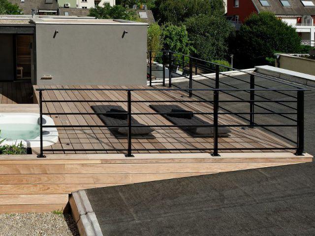 Garde-corps et palissades aérés et discrets - Un toit reconverti en terrasse