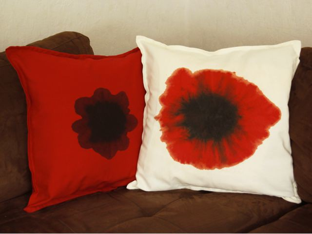d co faire soi m me des coussins coquelicots en tie and dye. Black Bedroom Furniture Sets. Home Design Ideas