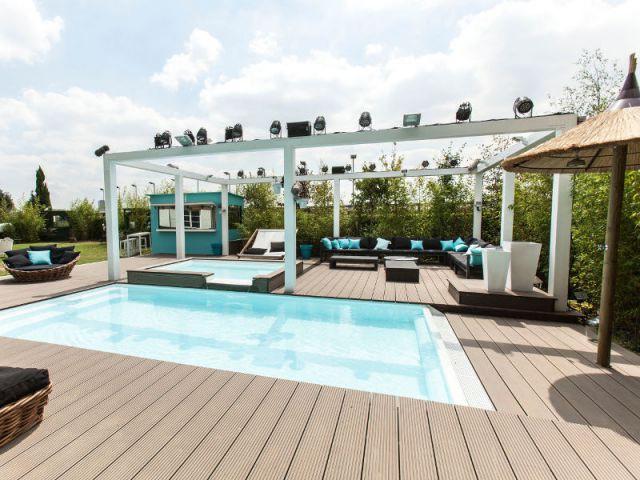 Une petite piscine à débordement - Maison de Sercret Story 2014