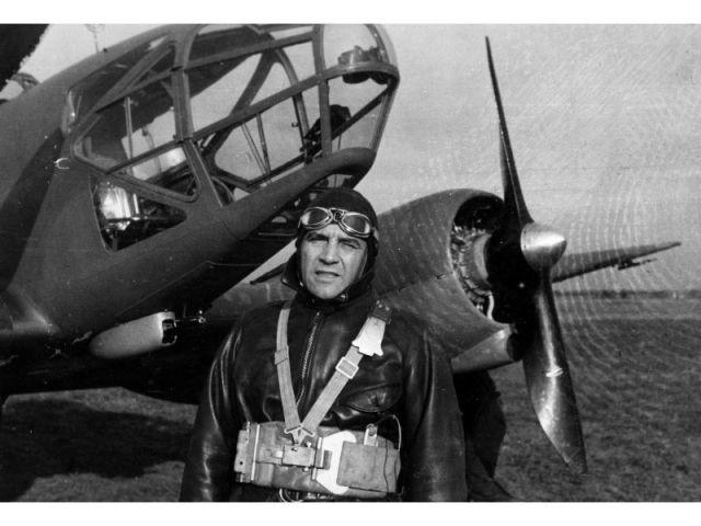 Marcel Lods en tenue d'aviateur, n.d.