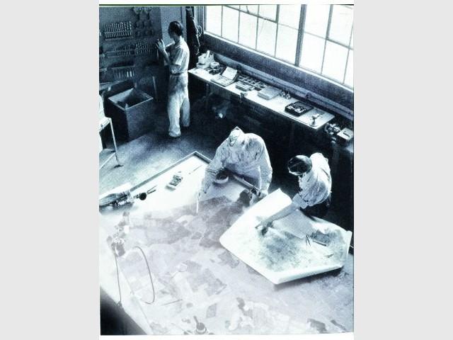 Une équipe de camoufleurs au travail au fort belvoir
