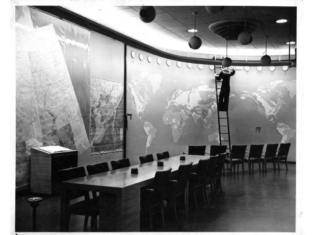 Henry Dreyfuss. Carte météorologique dans la salle de situation du bâtiment de l'état-major interarmées, Washington, DC, 31 octobre 1942