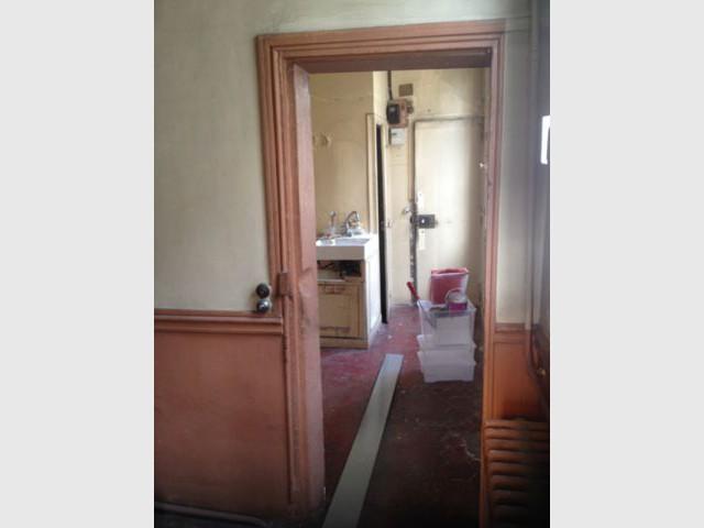 Avant : une ancienne chambre de service abandonnée - Deux pièces optimisé au coeur de Paris