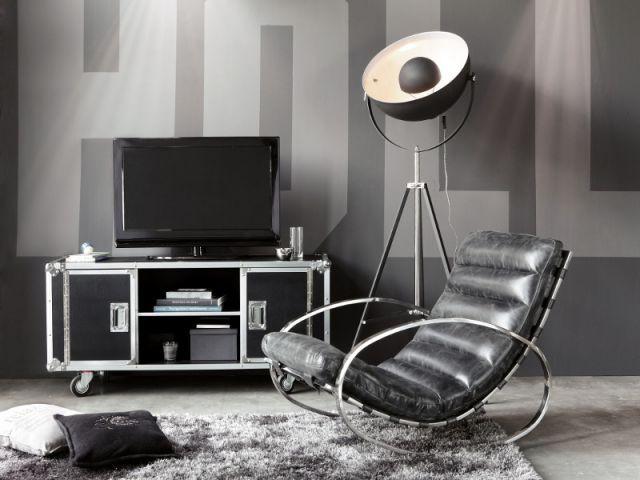 Un salon aux airs de studio de cinéma - Aménagements créatifs et pratiques pour hommes