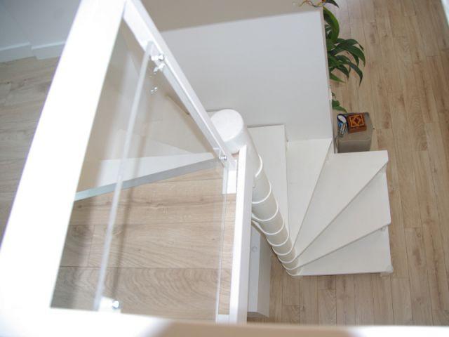 Un escalier hélicoïdal discret - Rénovation d'un trois pièces dans le 15ème arrt de Paris