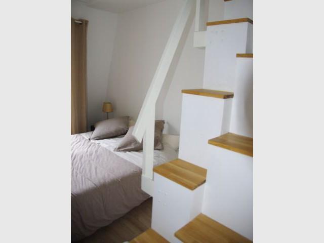 Un escalier étroit à pas japonais - Rénovation d'un trois pièces dans le 15ème arrt de Paris