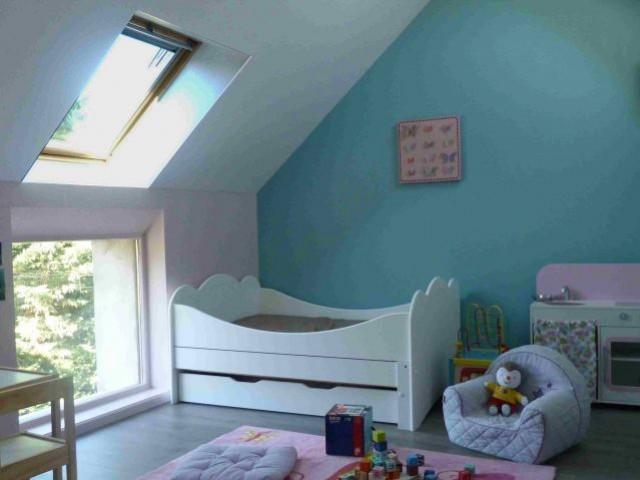 Un grenier transformé en chambre pour enfants