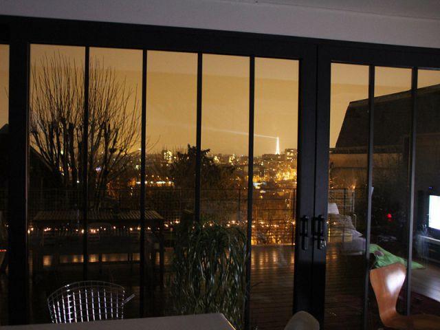 Des baies-vitrées pour profiter de la vue - Une maison ouvrière s'offre une extension vintage