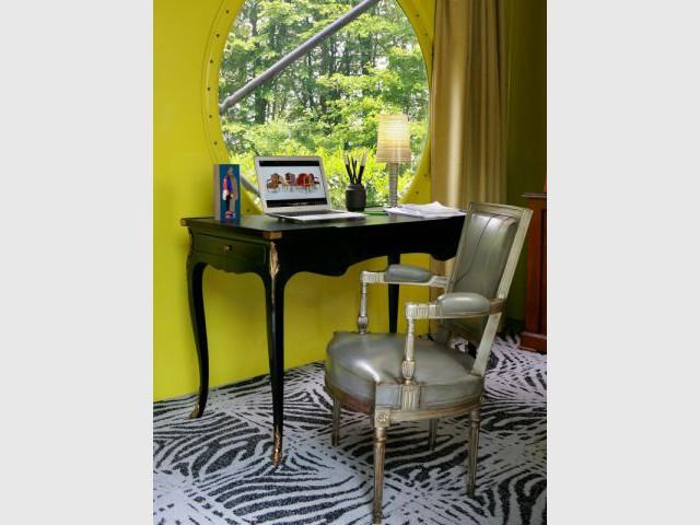 Un bureau raffiné pour les amateurs de meubles de style - Bureau
