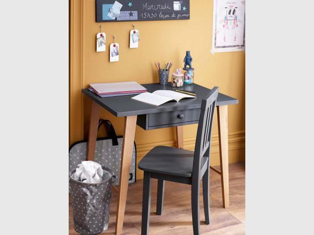 Un bureau épuré pour enfants studieux - Bureau