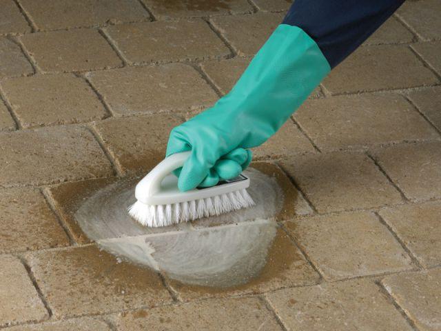 Entretenir sa terrasse : éliminer la mousse sur les dalles - Les nouveaux produits d'entretien de la maison