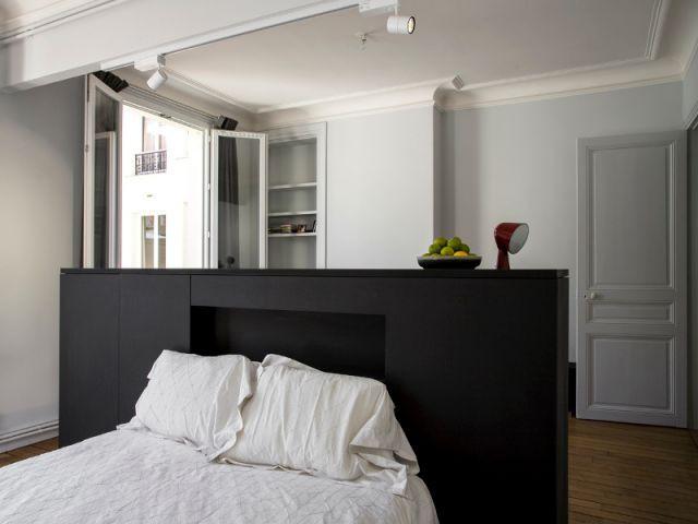 Un meuble central décloisonne un appartement vétuste et étroit