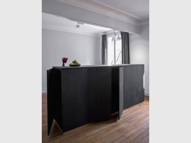 Un meuble multifonctionnel - Un meuble central décloisonne un appartement vétuste et étroit