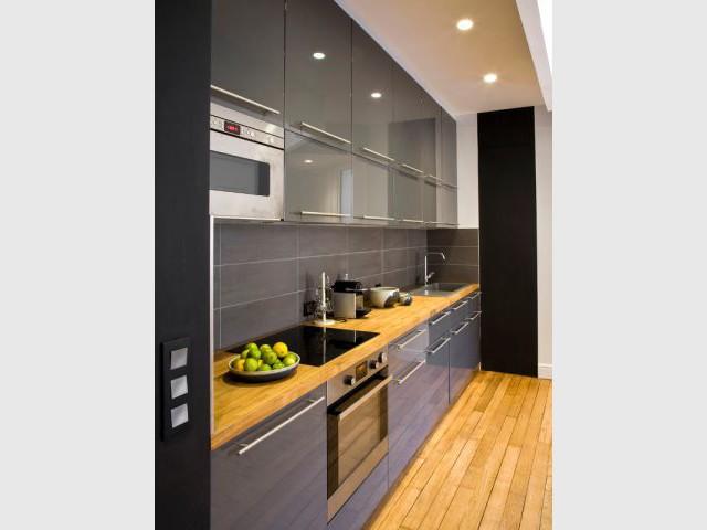 Un esprit dynamique et harmonieux - Un meuble central décloisonne un appartement vétuste et étroit