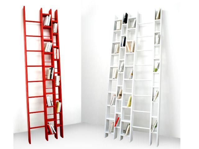 Bibliothèque en forme d'échelle