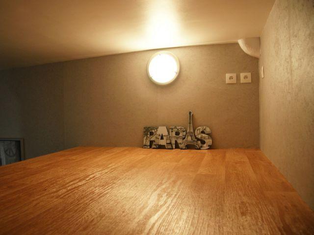 Un projet de chambre surélevée - Loge de gardiens en studio moderne