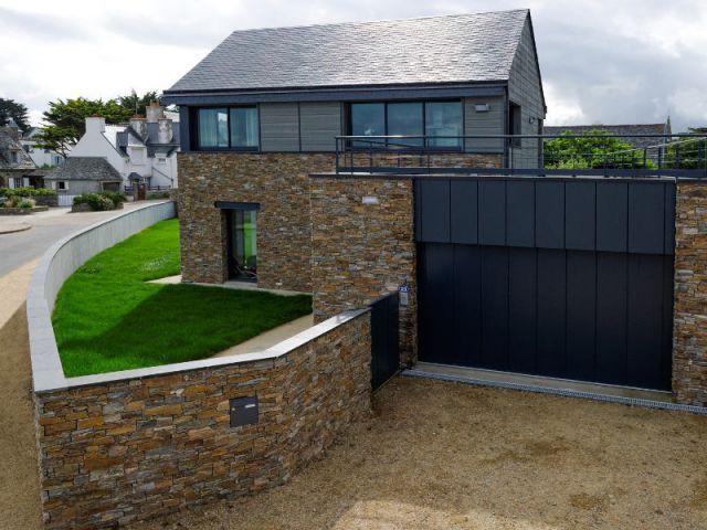 Une porte de garage pour un design contemporain - Une sélection de portes de garage design