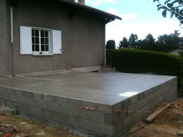 Un travail de terrassement important qui remet la maison de plain pied - Deux extensions en bois pour une maison plus fonctionnelle