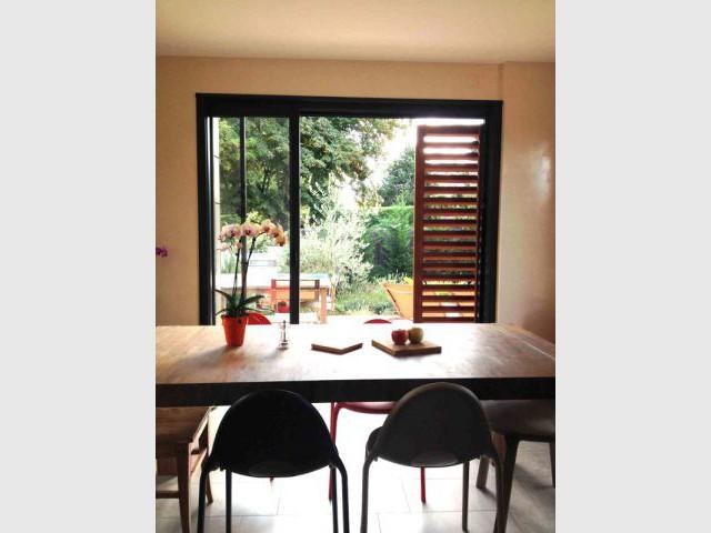 Des fenêtres à galandage pour profiter au mieux de l'extérieur - Deux extensions en bois pour une maison plus fonctionnelle