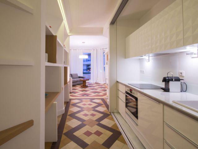 Création d'une percée de l'entrée au salon - Rénovation d'un apprtement des années 1940 à Montpellier